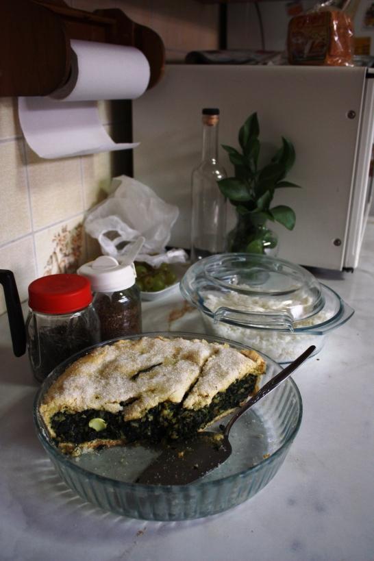 Pastel de acelga eli lehtimandolgipiiras on yksi supersuosikkejani. Suolaisen piiraan sisällä on mm. kananmunaa ja päällä sokeria. Nam!
