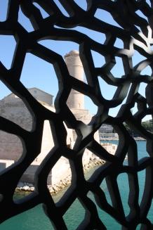 Mucemissa uusi arkkitehtuuri yhdistyy vanhaan linnoitukseen.