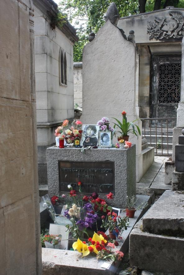 Jim Morrisonin hauta Père-Lachaisen hautausmaalla.
