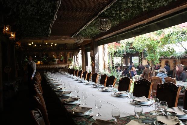 Liburnia-ravintolan viihtyisä sisäpiha.
