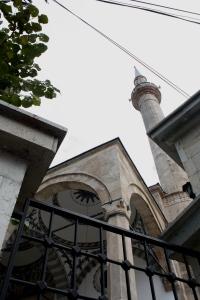 Naiset eivät tarvitse huiveja päästäkseen sisään moskeijaan, kuten joissakin muslimimaissa.
