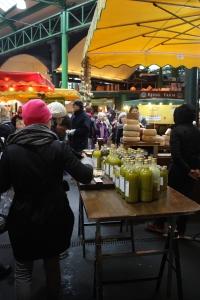 Pientuottajien oliiviöljyä Borough marketilla.